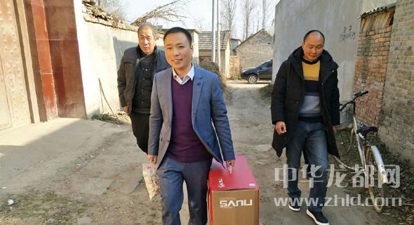 驻村第一书记用稿费买饺子送贫困户过冬至