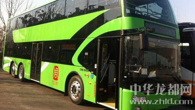 我市在全省率先使用纯电动双层巴士