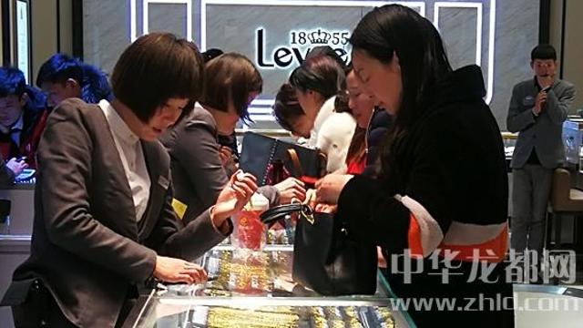 临近春节,周口消费市场红似火