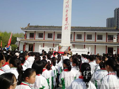 清明祭英烈 周口千余名青少年祭扫烈士陵园