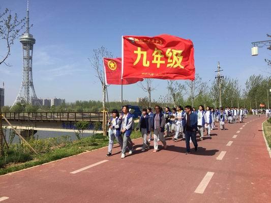 文昌中学千名学生徒步新周口