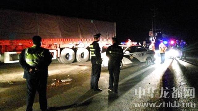 周口市执法部门一夜查扣27辆超载车