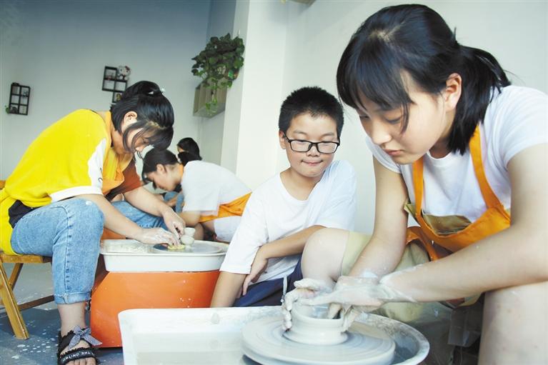 亚虎老虎机扶沟留守儿童暑假体验泥陶制作