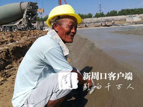 烈日下的坚守 致敬一线建筑工人