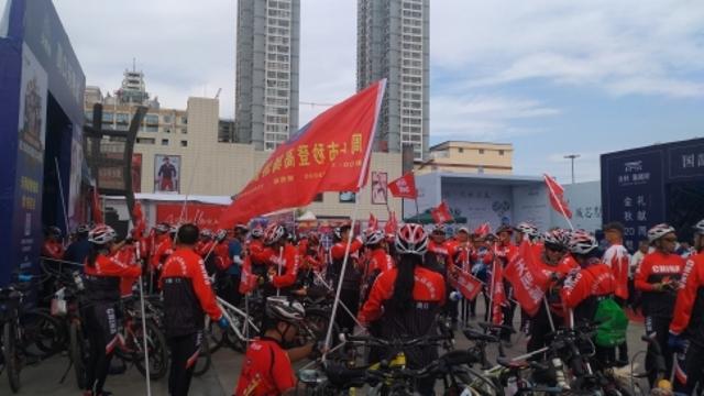 """200多名骑友""""世界无车日"""" 义务骑行宣传环保"""