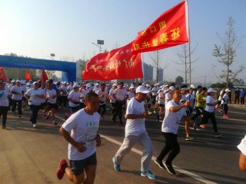 快讯:迎国庆 周口举办健跑活动