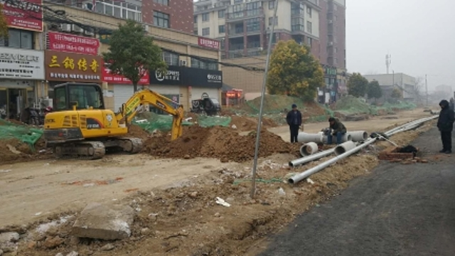 汉阳中路道路施工缓慢 居民盼早日完工