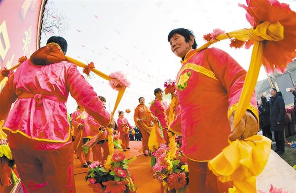梁寨村舞出年味