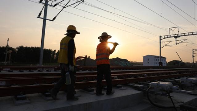 烈日下的坚守——走近高温下的郑合高铁西华段建设者