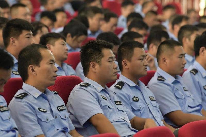 河南警察学院教授做客鹿邑公安大讲堂