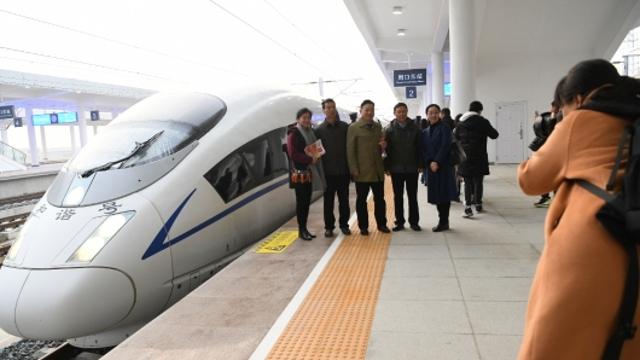 周口市四大班子领导乘坐周口始发首趟高速列车