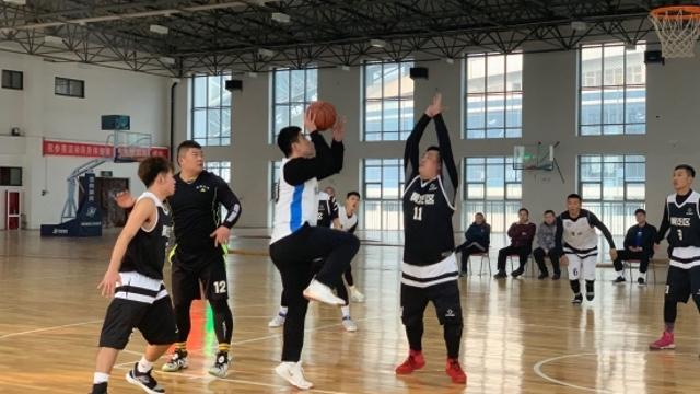 河南省第十二届万村千乡农民篮球赛周口市决赛举行