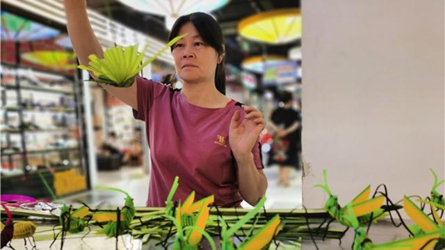棕榈叶编出的传统民间文化情趣