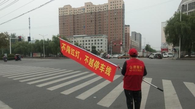 加长版小红旗亮相街头