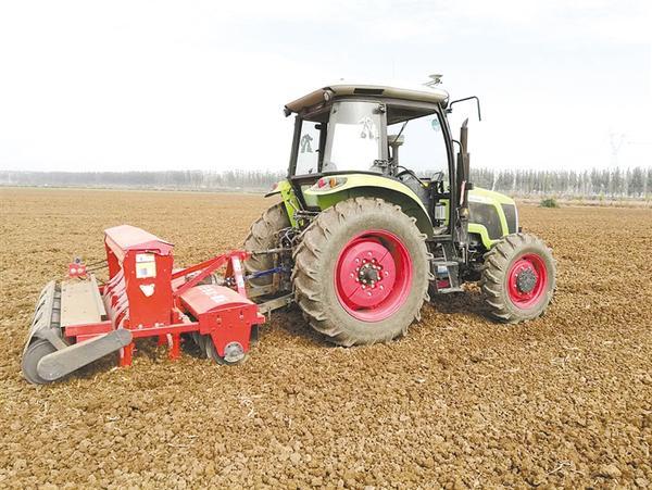 高标准农田来了无人驾驶播种机