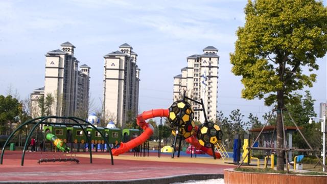 """铁路公园:昔日荒草地成今日城市""""网红""""点"""