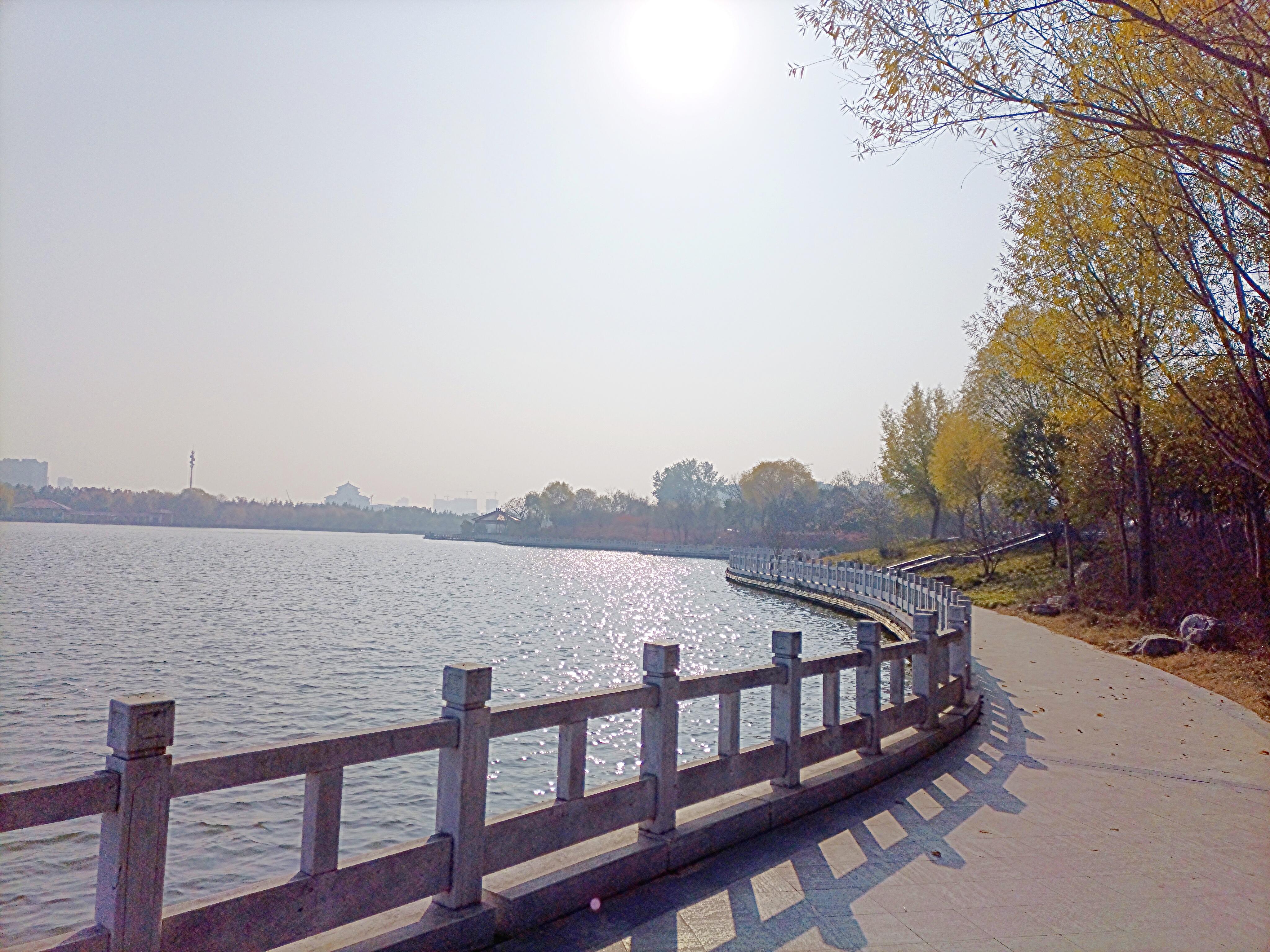冬日暖阳照三川