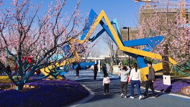 春光明媚市民户外游玩