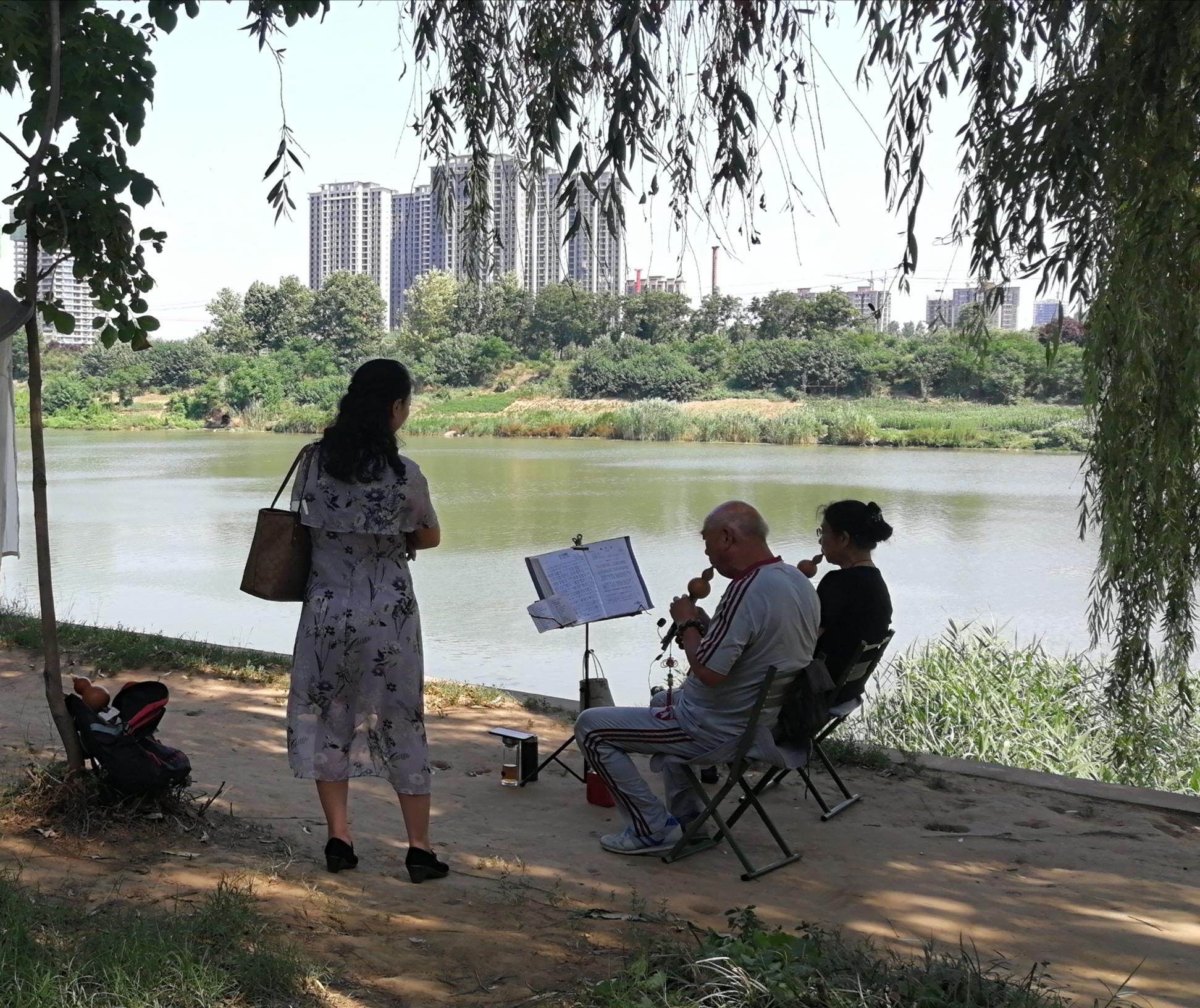 滨河公园成市民乐园