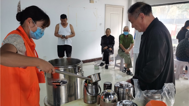 社区助餐服务提升老人幸福感