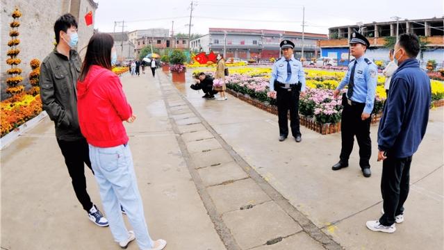 """国庆我在岗 平安""""警""""相伴"""