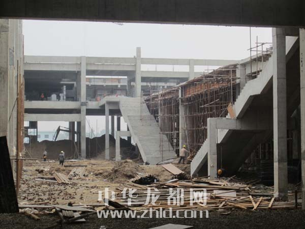 建设中的新周口火车站