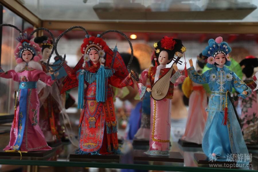 充分彰显中国文化的精致木偶娃娃