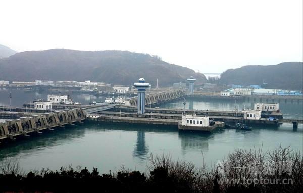 ...纪80年代投资40多亿美元修建的西海水闸大坝工程,全长8公里.-从...图片 54739 600x382
